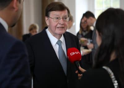 Prof. Dr. Dr. hc mult. Hans-Dieter Klingemann im Interview