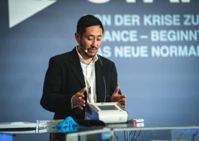 Redner auf der Bühne