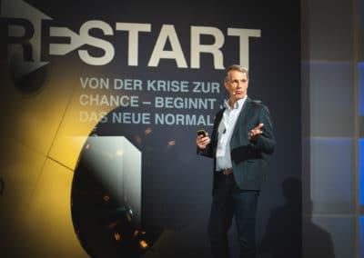 Redner auf dem Podium, Hyatt Hotel Berlin
